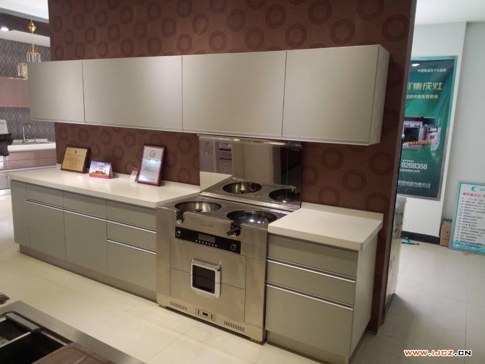 潮邦集成灶与橱柜结合的整体厨房效果