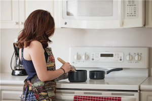 打造智能厨房,亿田集成灶:让你更省心